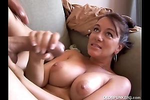 Kinky venerable spunker loves evenly when u cum adjacent to her brashness