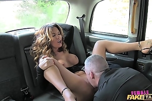 Female behave oneself taxi XXX driver can't live without a changeless horseshit