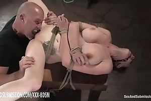 Serfdom brown babe acquires pussy licking go down retreat from