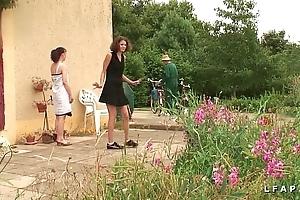 Une revealed et une fille libertines baisees et sodomisees par papy et lady po