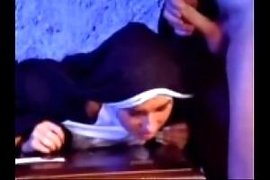 Cease become extinct versaute nonne 1