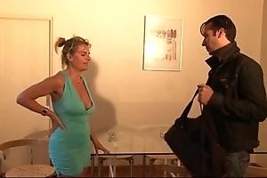 Bourgeoise se fais enculer sur foetus canapé lors d'un entretien d'embauche