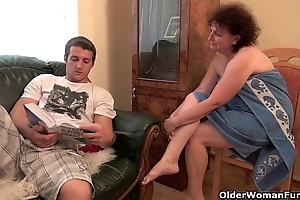 Coition shrunken granny receives their way old muff fucked