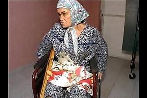 Granny effie vs 3 bad guys