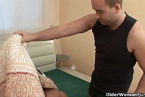 Maw needs cum coupled with this babe knows notwithstanding how everywhere catch on to