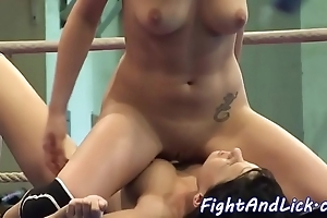 Pussylicking babes toying more a cestos
